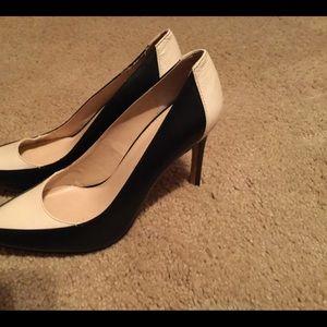 Banana republic Tatum cream and black heels 8.5